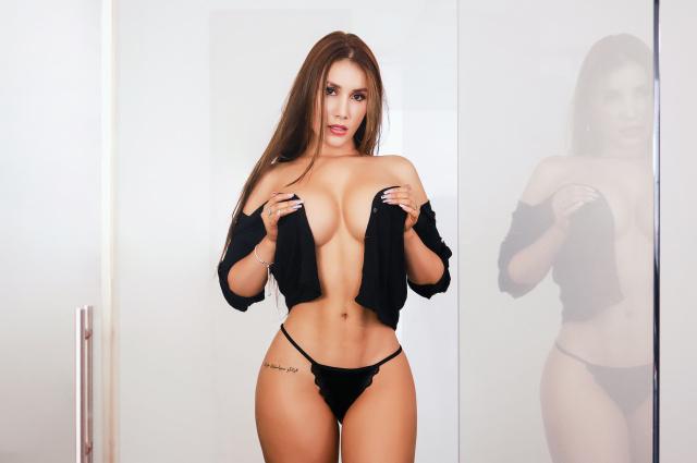 AmyGreens nude cam