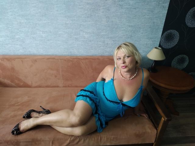 LolaWetHot nude cam