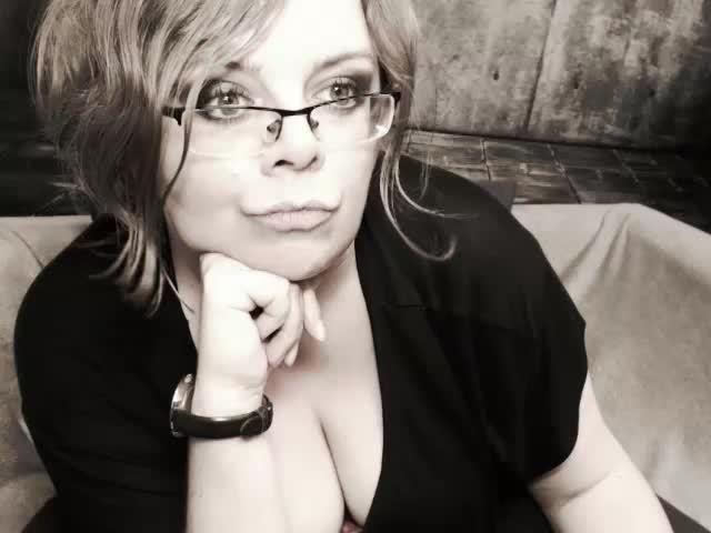 MollyLady nude webcam porn on cams.com