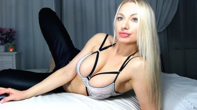PussycattLove nude webcam porn on cams.com