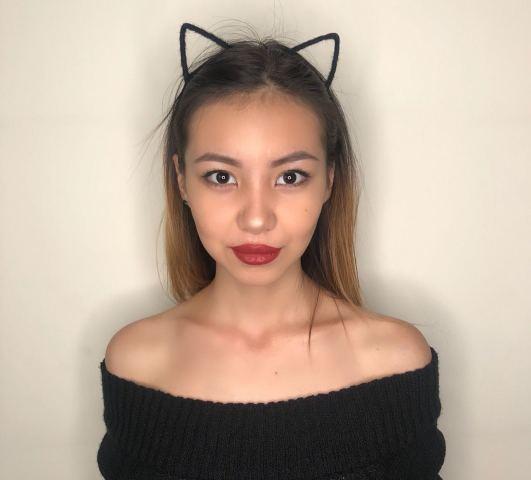 TiaVong nude cam
